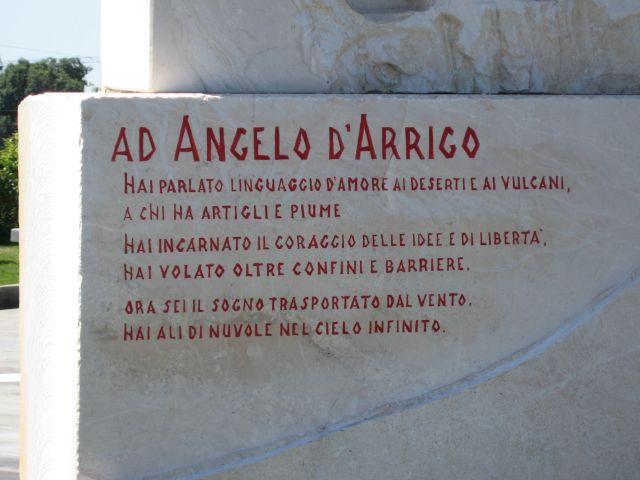 darrigo-intitolazione-piazza-a-fiumefreddo-frase-lapide-img_4687