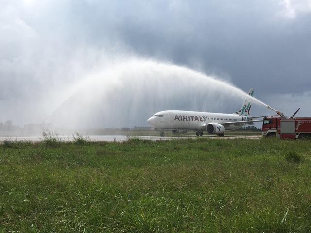 Air Italy B737 MAX 8 water cannon Milano Lamezia Terme