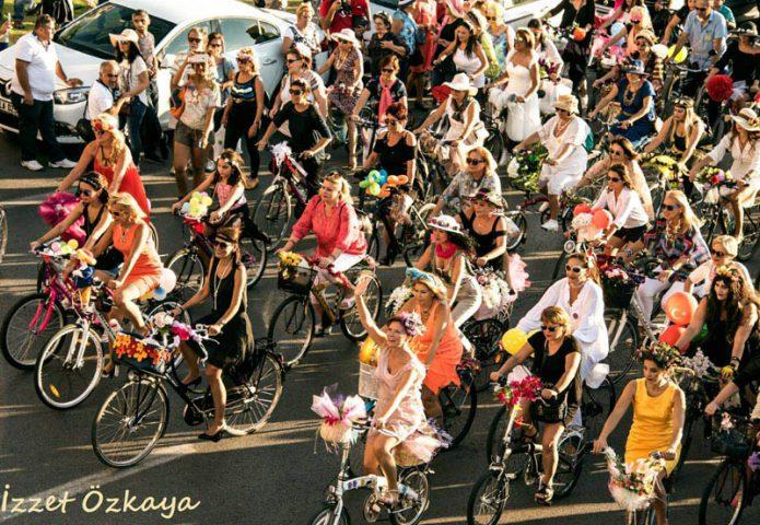 KLM Fancy Women Bike Ride Photo credits Izzet Ozkaya