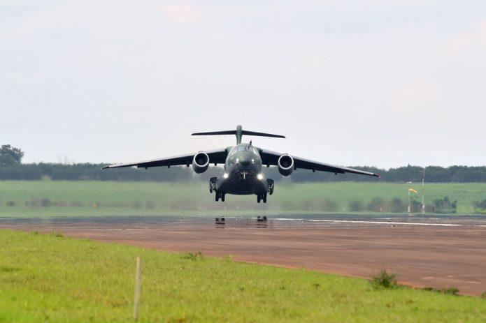 KC 390 FIRST FLIGHT 01