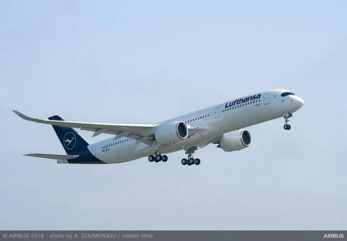 A350 900 Lufthansa MSN202 take off