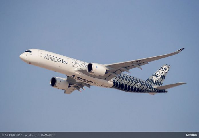 A350 900 flying display day1 DUBAI2017 008
