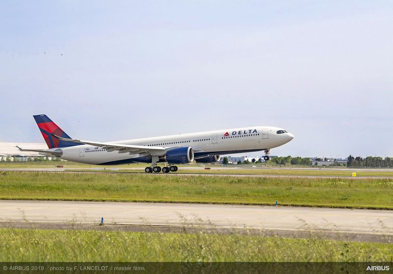 A330 900 Delta Air Lines take off 01