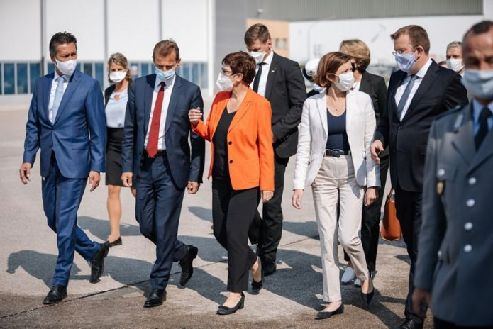 Defence Ministers of Germany and France visit Airbus in Manching