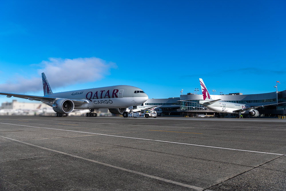 Qatar 777F triple delivery